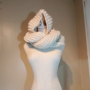 2 Chic Built-in Hat & Scarf